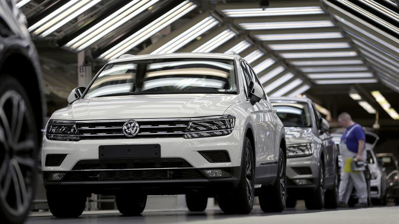 BMW, Daimler, Volkswagen shares fall on Trump's Mexico tariff threat